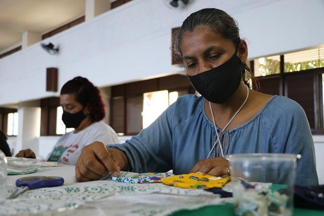 NUPS promove curso de customização de máscaras para famílias em situação de vulnerabilidade social