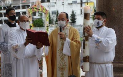 Cerimônia da Vigília Pascal iluminou Basílica de Nazaré, neste Sábado de Aleluia (03)