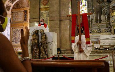 Em Nazaré: Padres Barnabitas meditaram Via-Sacra nesta Sexta-Feira Santa (02)